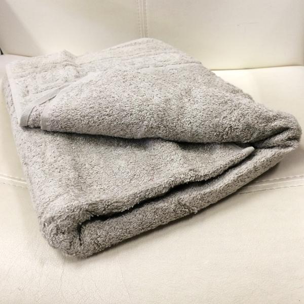 махровое-полотенце-серое